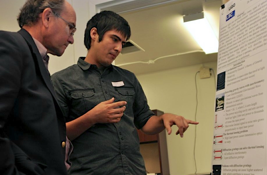Student Fabian Magna-Sandoval describes his LIGO research to Albert Lazzarini